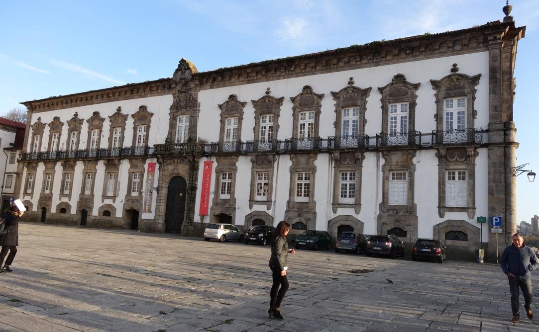 19 Porto Cathedrale Se Ext place Paco do Bispo