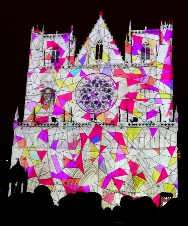 17 Fete Lumieres Cathedrale St Jean Foule 8921