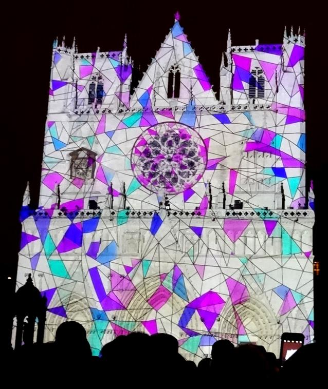 17 Fete Lumieres Cathedrale St Jean Foule 8922