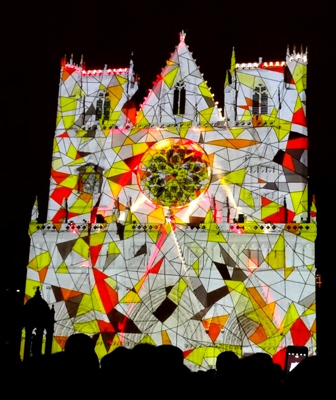 17 Fete Lumieres Cathedrale St Jean Foule 9