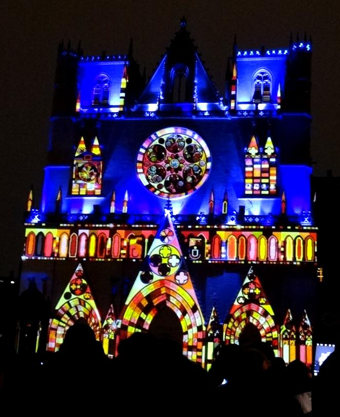 17 Fete Lumieres Cathedrale St Jean Foule 95