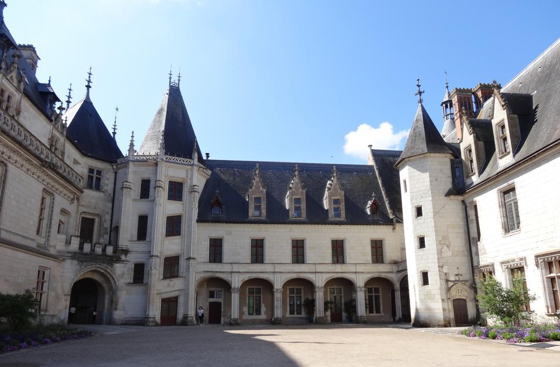 19 Chaumont sur Loire Chateau Ext Cour