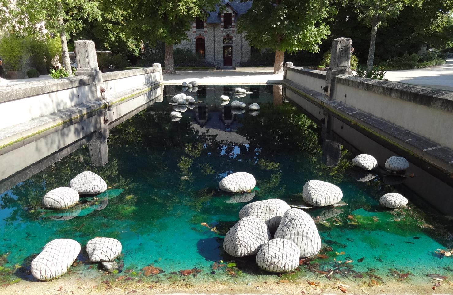 19 Chaumont sur Loire Entree Cour Int Oeuvre Bassin