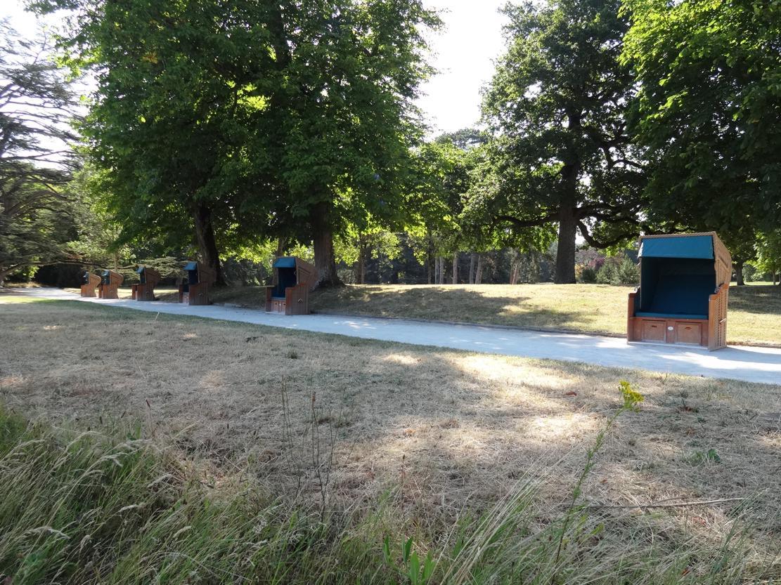 19 Chaumont sur Loire Parc Historique Bancs