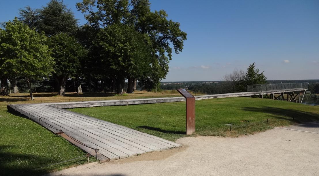 19 Chaumont sur Loire Parc Historique Oeuvre Passerelle bois