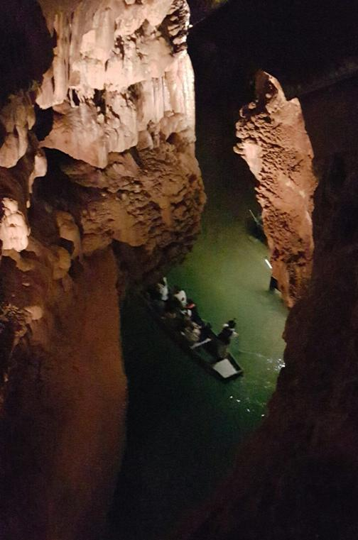 17 Grotte Padirac Int Visite guidee riviere 1