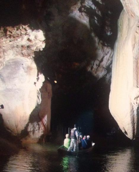 17 Grotte Padirac Int Visite guidee riviere