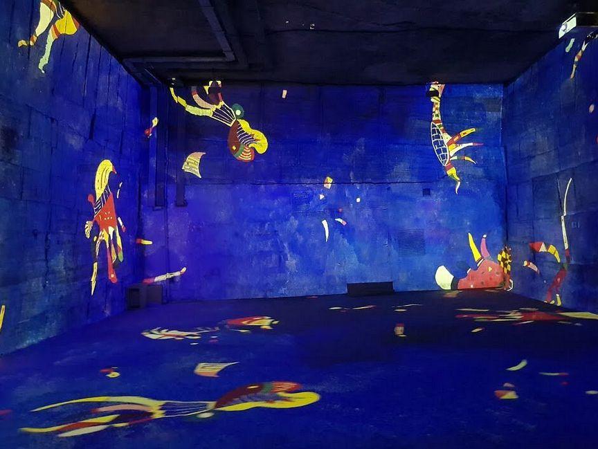 21 Carrieres de Lumieres Baux de Provence Expo Kandinski